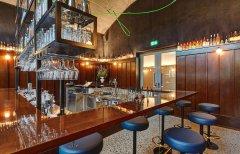 纯色英式酒吧装修设计案